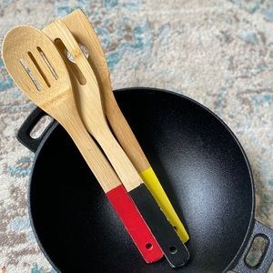 Cooking bundle - cast iron pan and wooden spoons